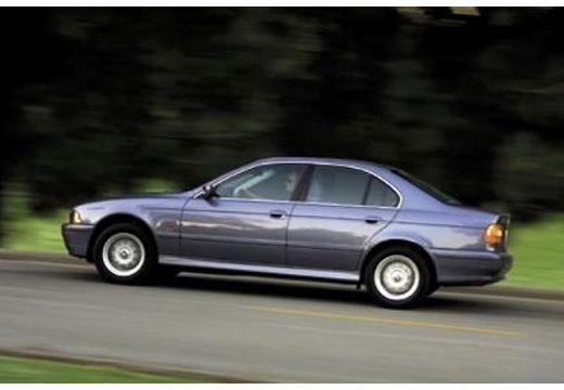 BMW Seria 5 E39 sedan niebieski jasny boczny lewy