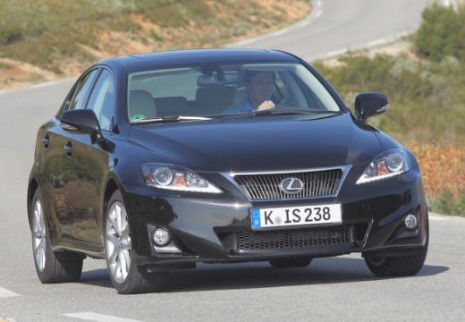 LEXUS IS sedan czarny przedni prawy