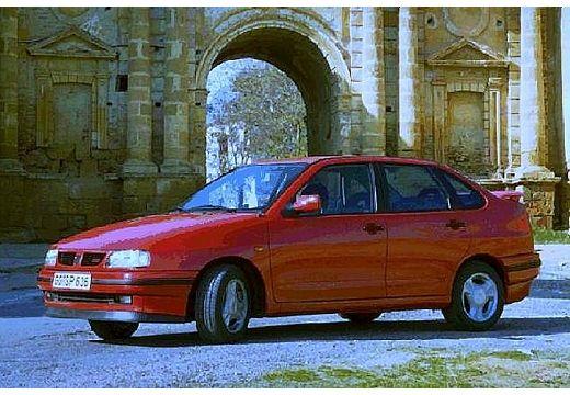 SEAT Cordoba I sedan czerwony jasny przedni lewy