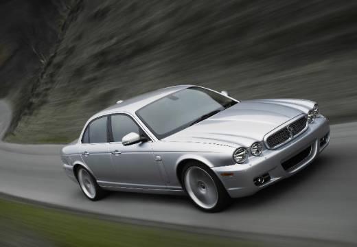 JAGUAR XJ sedan silver grey przedni prawy