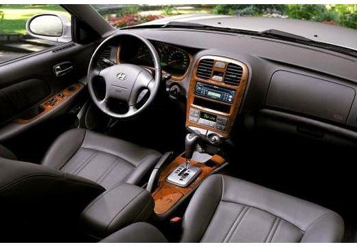 HYUNDAI Sonata sedan wnętrze
