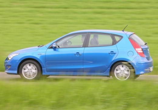 HYUNDAI i30 II hatchback niebieski jasny boczny lewy