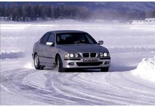 BMW Seria 5 E39 sedan silver grey przedni prawy