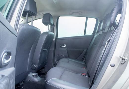 RENAULT Clio III I hatchback wnętrze