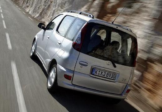 Toyota Yaris kombi silver grey tylny lewy
