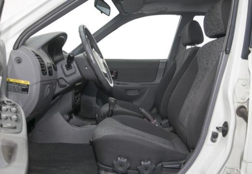 HYUNDAI Accent III hatchback wnętrze