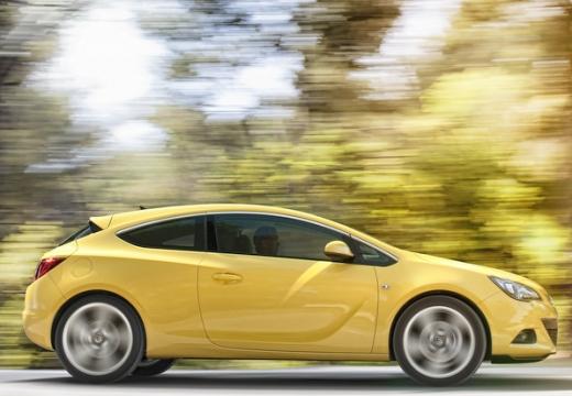 OPEL Astra IV GTC II hatchback żółty boczny prawy