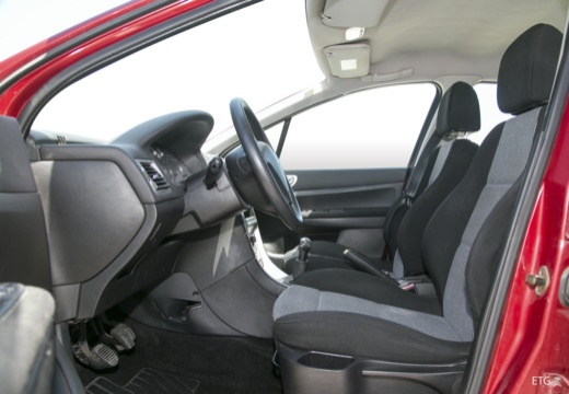 PEUGEOT 307 II hatchback wnętrze