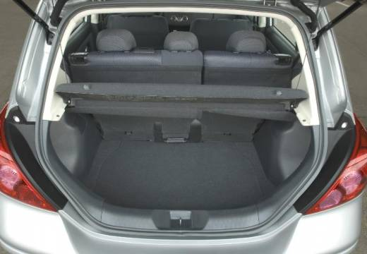 NISSAN Tiida II hatchback silver grey przestrzeń załadunkowa
