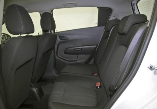 CHEVROLET Aveo hatchback wnętrze