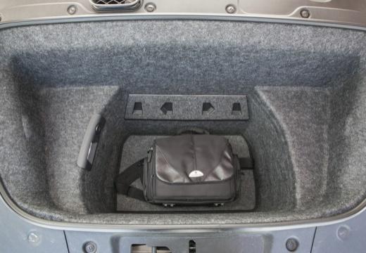 AUDI R8 II coupe przestrzeń załadunkowa