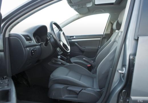 VOLKSWAGEN Golf V hatchback wnętrze