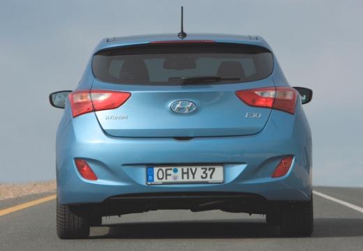 HYUNDAI i30 III hatchback niebieski jasny tylny