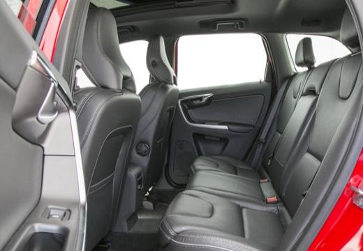 VOLVO XC 60 II kombi czerwony jasny wnętrze
