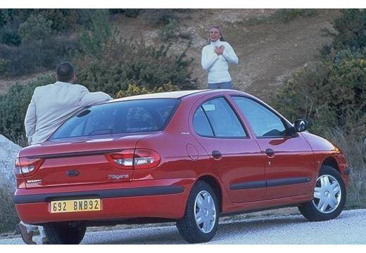 RENAULT Megane Classic III sedan czerwony jasny tylny prawy