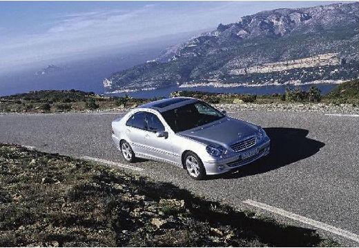 MERCEDES-BENZ Klasa C sedan silver grey przedni prawy