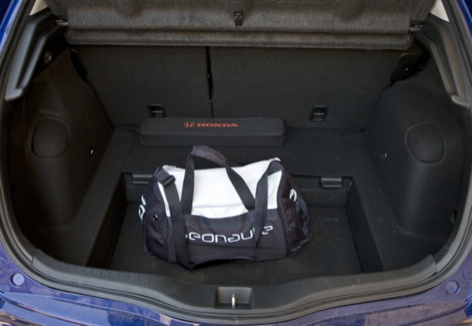 HONDA Civic VII hatchback przestrzeń załadunkowa