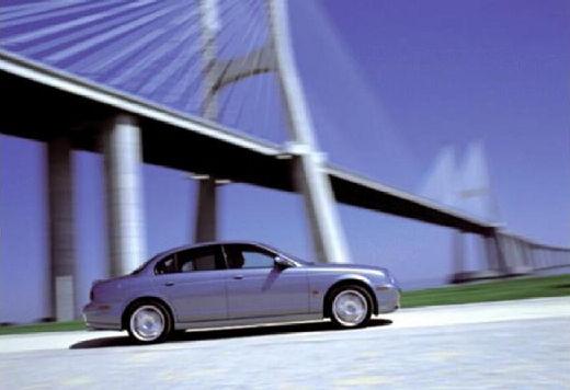 JAGUAR S-Type sedan silver grey boczny prawy