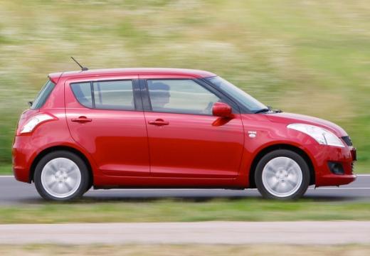 SUZUKI Swift hatchback czerwony jasny boczny prawy
