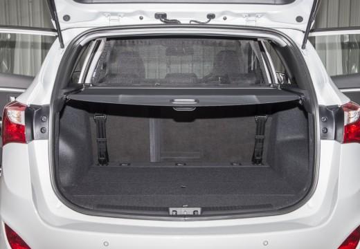 HYUNDAI i30 Wagon II kombi biały przestrzeń załadunkowa