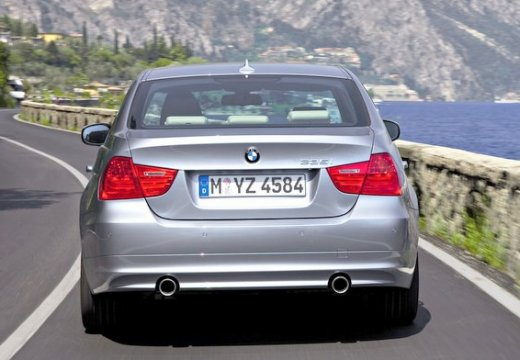 BMW Seria 3 sedan szary ciemny tylny