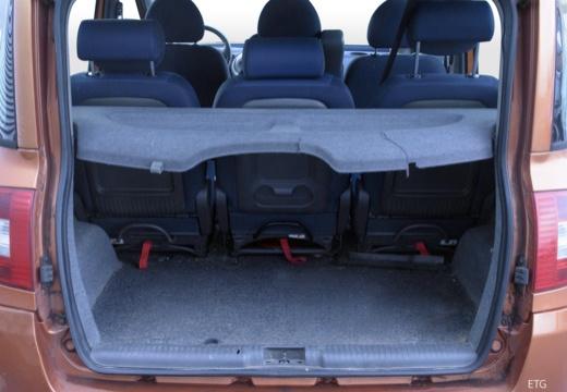FIAT Multipla kombi pomarańczowy przestrzeń załadunkowa