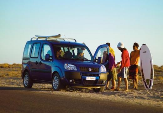 FIAT Doblo kombi niebieski jasny przedni prawy