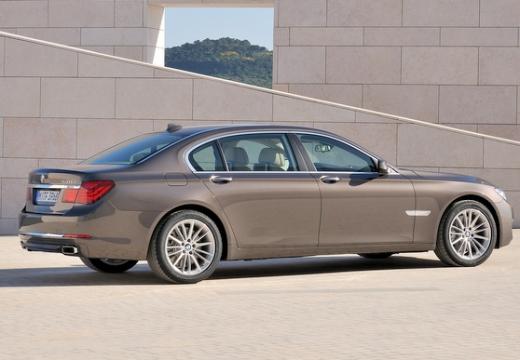 BMW Seria 7 F01 F02 II sedan brązowy tylny prawy