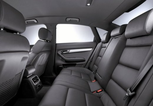 AUDI A6 4F II sedan wnętrze