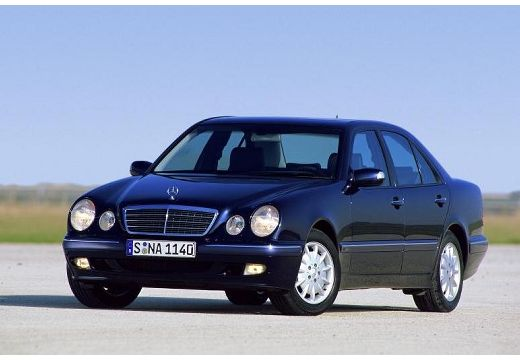 MERCEDES-BENZ Klasa E W 210 II sedan czarny przedni lewy