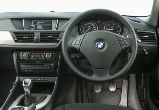 BMW X1 X 1 E84 II kombi biały tablica rozdzielcza