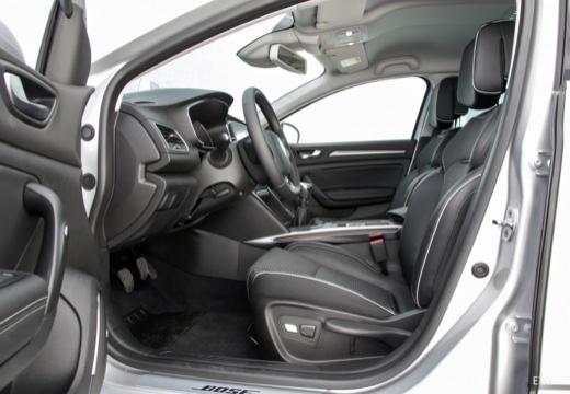 RENAULT Megane IV hatchback wnętrze