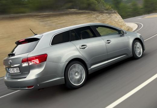 Toyota Avensis kombi silver grey tylny prawy