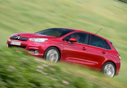 CITROEN C4 III hatchback czerwony jasny przedni lewy