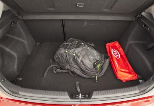 KIA Ceed III hatchback czerwony jasny przestrzeń załadunkowa