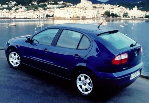 SEAT Leon hatchback niebieski jasny tylny lewy