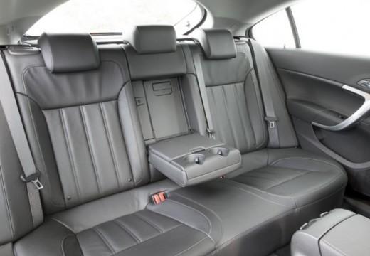 OPEL Insignia I hatchback wnętrze