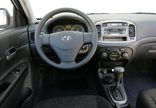 HYUNDAI Accent 1.6 Comfort Sedan IV 112KM (benzyna)