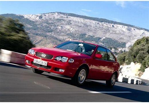 Toyota Corolla hatchback czerwony jasny przedni lewy