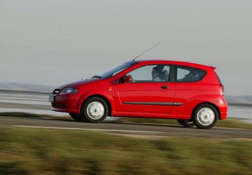 CHEVROLET Aveo I hatchback czerwony jasny boczny lewy