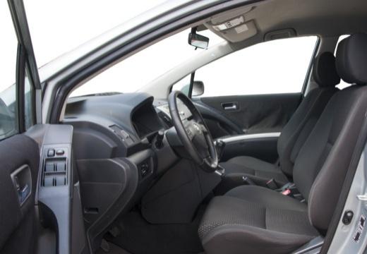 Toyota Corolla Verso III kombi mpv silver grey wnętrze