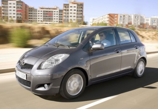 Toyota Yaris hatchback silver grey przedni lewy