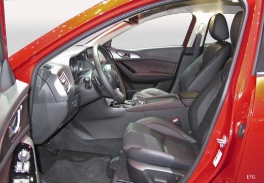 MAZDA 3 VI hatchback wnętrze