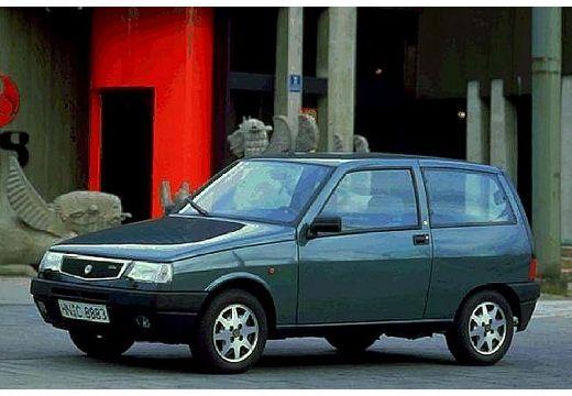 LANCIA Y hatchback niebieski jasny przedni lewy