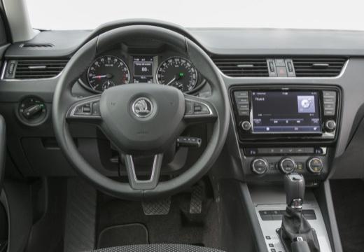 SKODA Octavia III I hatchback niebieski jasny tablica rozdzielcza