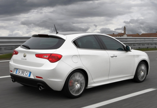 ALFA ROMEO Giulietta hatchback biały tylny prawy