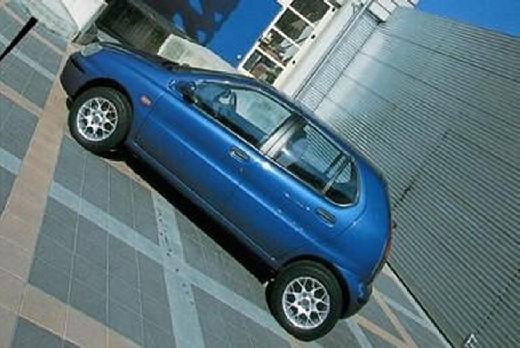 TATA Indica Vista hatchback niebieski jasny boczny lewy