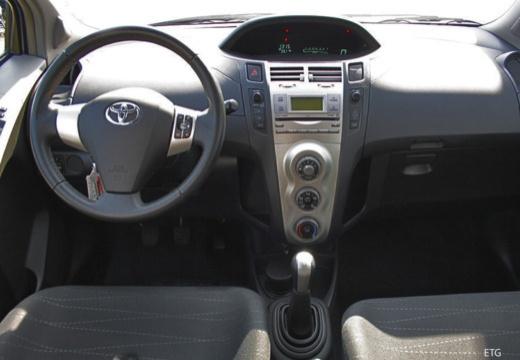 Toyota Yaris IV hatchback tablica rozdzielcza