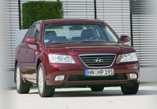 HYUNDAI Sonata VII sedan czerwony jasny przedni prawy