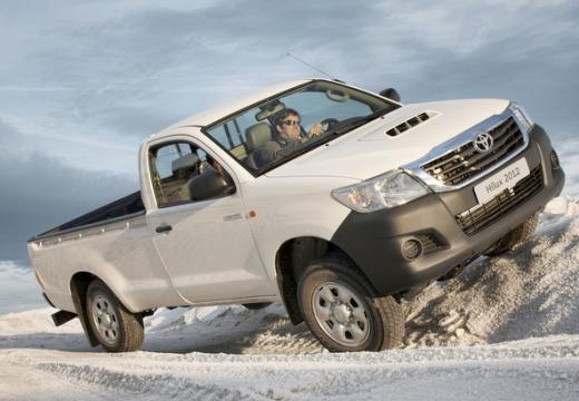 Toyota HiLux V pickup biały przedni prawy